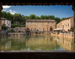 vasca-acqua-termale-di-Bagno-Vignoni-Relais-Osteria-dell-Orcia